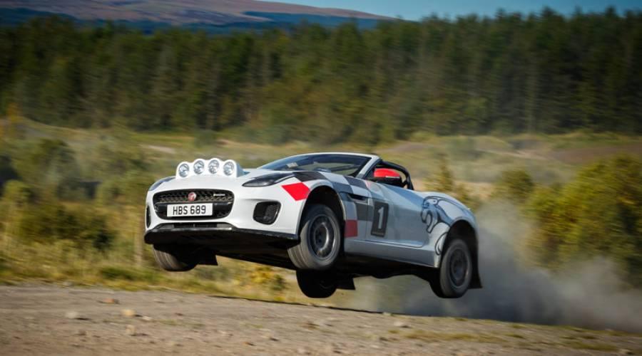 Vuelta a los rallies, así el Jaguar F-Type Chequered Flag
