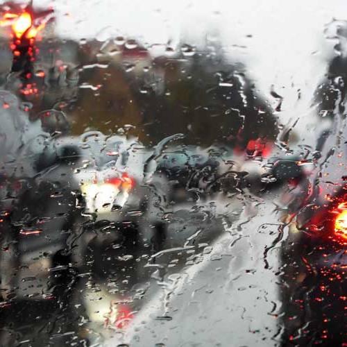 ¿Por qué cuando llueve hay más atascos en las ciudades?