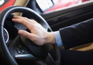 Cuándo y cómo usar el claxon si no quieres recibir una multa