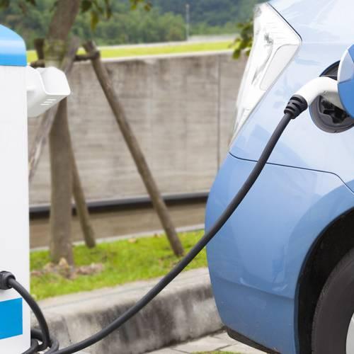 30 millones de multa a las gasolineras que no tengan puntos de recarga eléctrica
