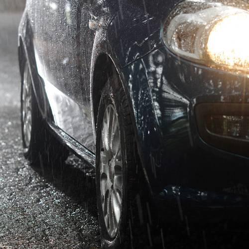 ¿Por qué deberías llevar siempre las luces del coche encendidas en invierno?