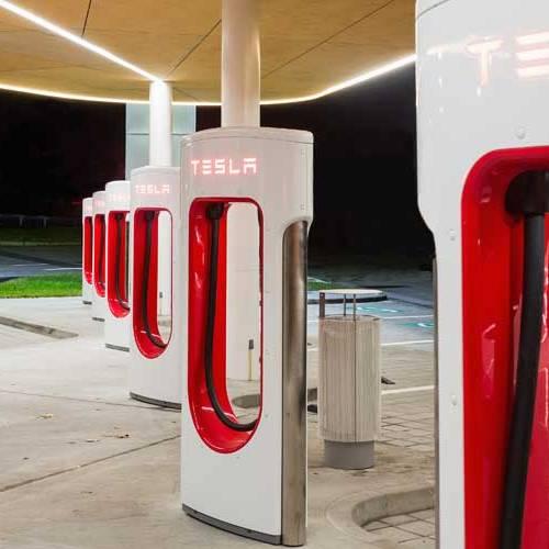 Los nuevos supercargadores de Tesla estarán disponibles a comienzos de 2019