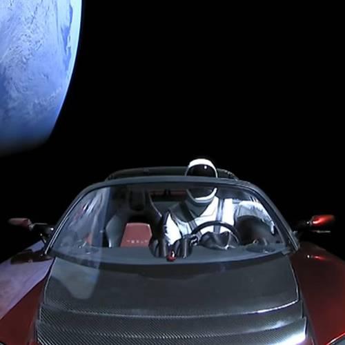 El Tesla Roadster del espacio supera ya la órbita de Marte