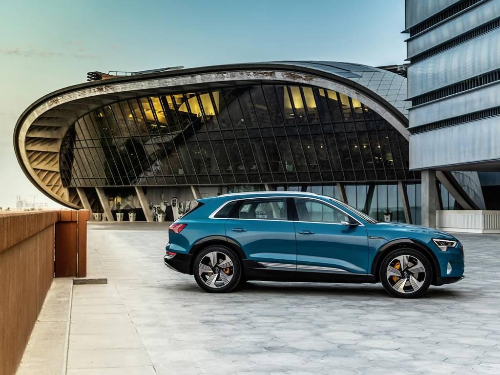prueba Audi e-tron lateral