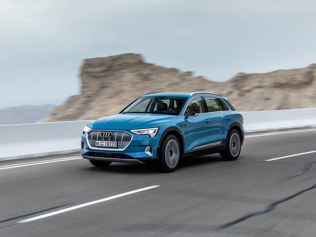 prueba Audi e-tron azul