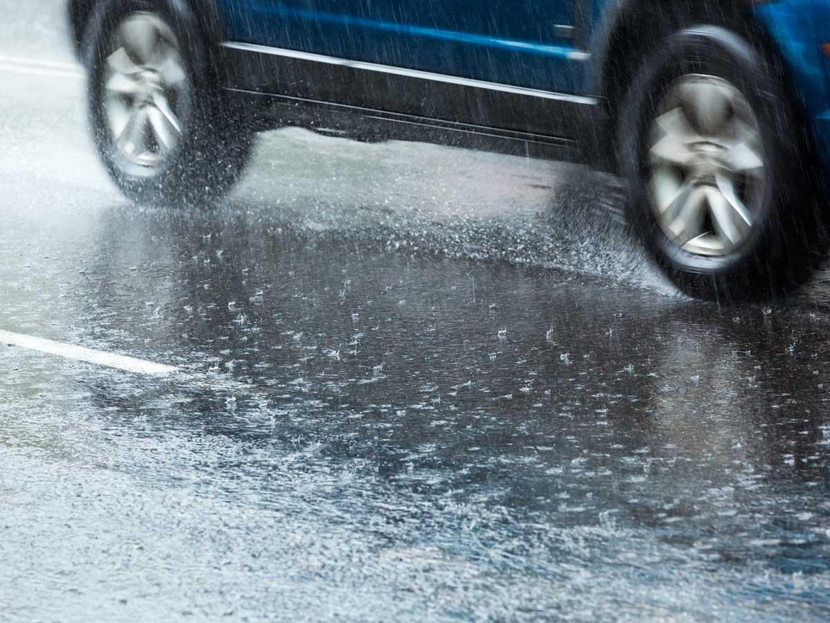 neumáticos lluvia intensa