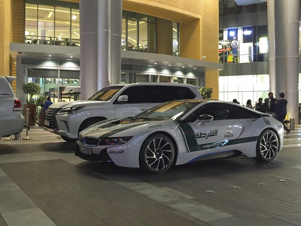 BMW i8 Policía Dubai