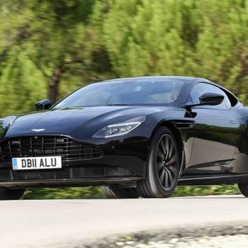 Aston Martin DB11 V8 Coupé, licencia para correr