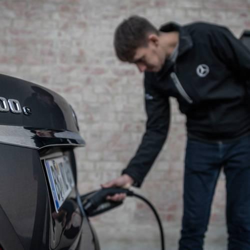 Mercedes-Benz y Endesa instalarán puntos de carga en los domicilios