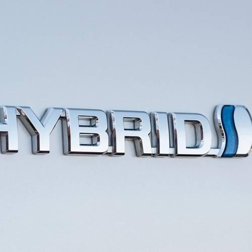 Claves para conducir un coche híbrido de forma eficiente