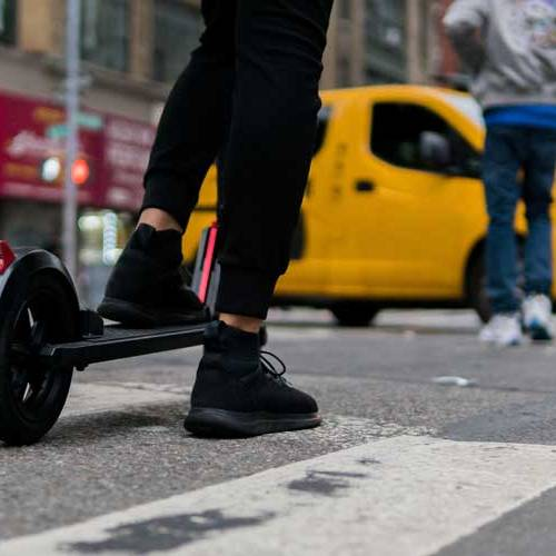 La DGT espera aprobar en junio las nuevas normas sobre patinetes eléctricos