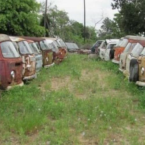 Se pone a la venta una colección de 55 Volkswagen Transporter en estado de abandono