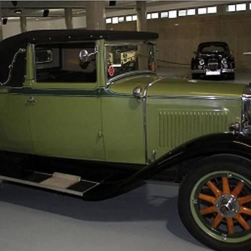 Navarra gastó un millón de euros en una colección de coches clásicos para un museo que no construyó