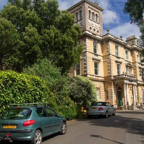En el Reino Unido quieren alejar los coches 'contaminantes' de los colegios