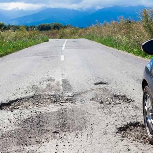 Cómo reclamar si sufres un accidente por culpa de una carretera en mal estado