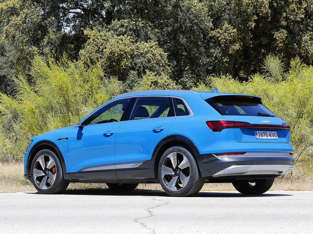 Audi e-tron estatica