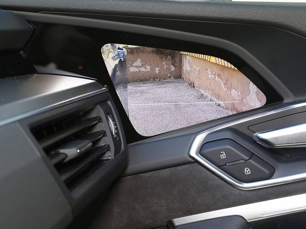 pantalla OLED espejos Audi e-tron