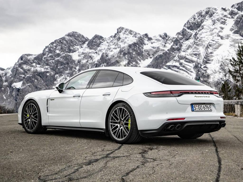 Porsche-Panamera Turbo S E Hybrid 2021