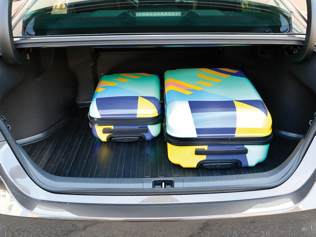 Prueba Toyota Camry 220H Luxury 2019