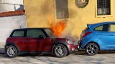 coche en llamas