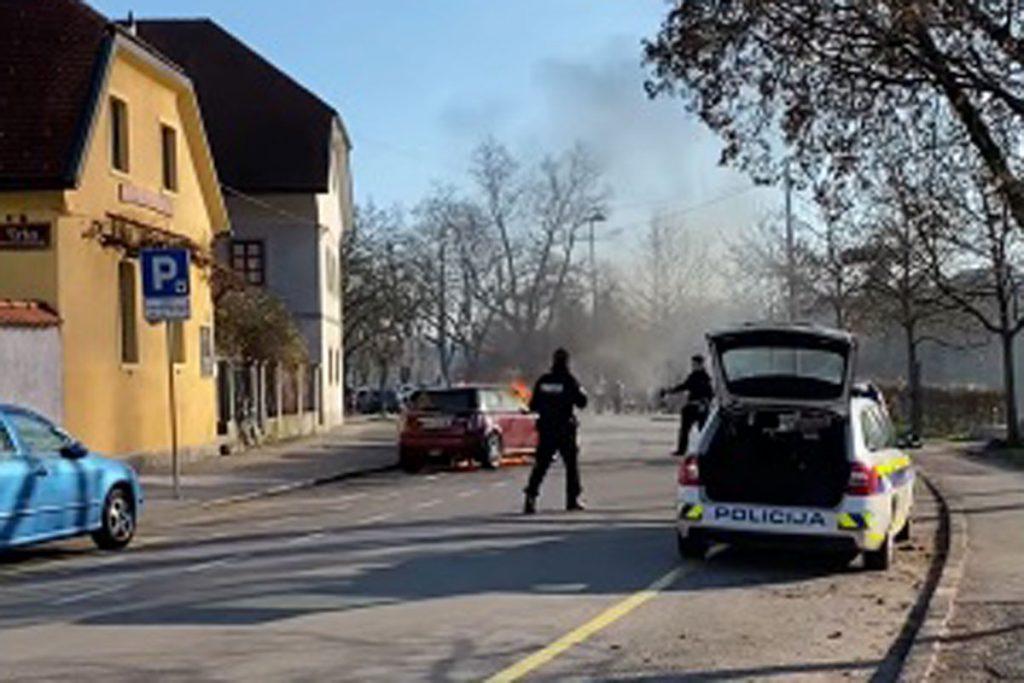 coche mini en llamas