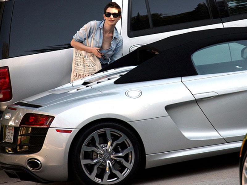 Anne Hathaway - Audi R8