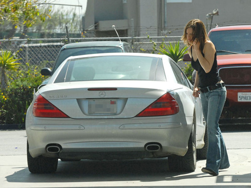 Hilary Swank - Mercedes-Benz SL