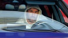 Leo Messi conduciendo