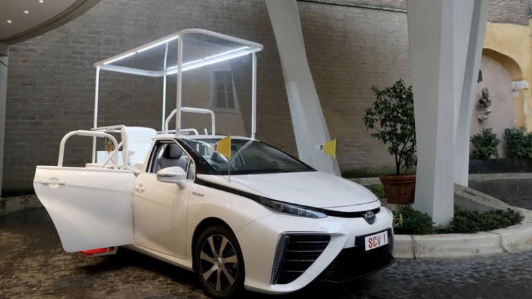 El Papa estrena el Papamóvil más ecológico: un Toyota Mirai