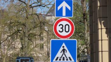 Límite velocidad en ciudad bajará 30 kmh