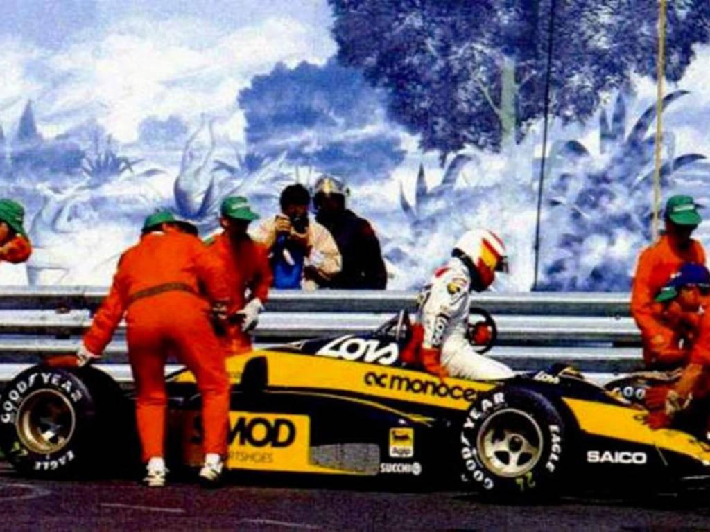 Participó en 21 GP de Fórmula 1 con el equipo Minardi