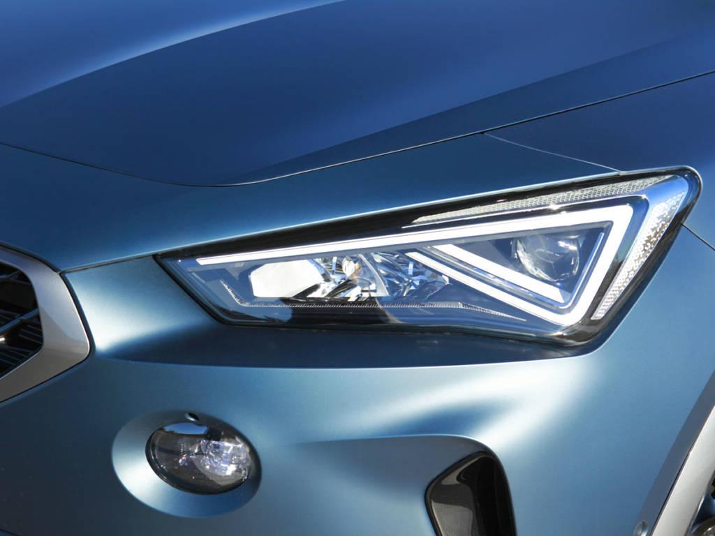 Las luces de posición quedan fuera de los faros, como ya sucediera en el concept car de presentación.