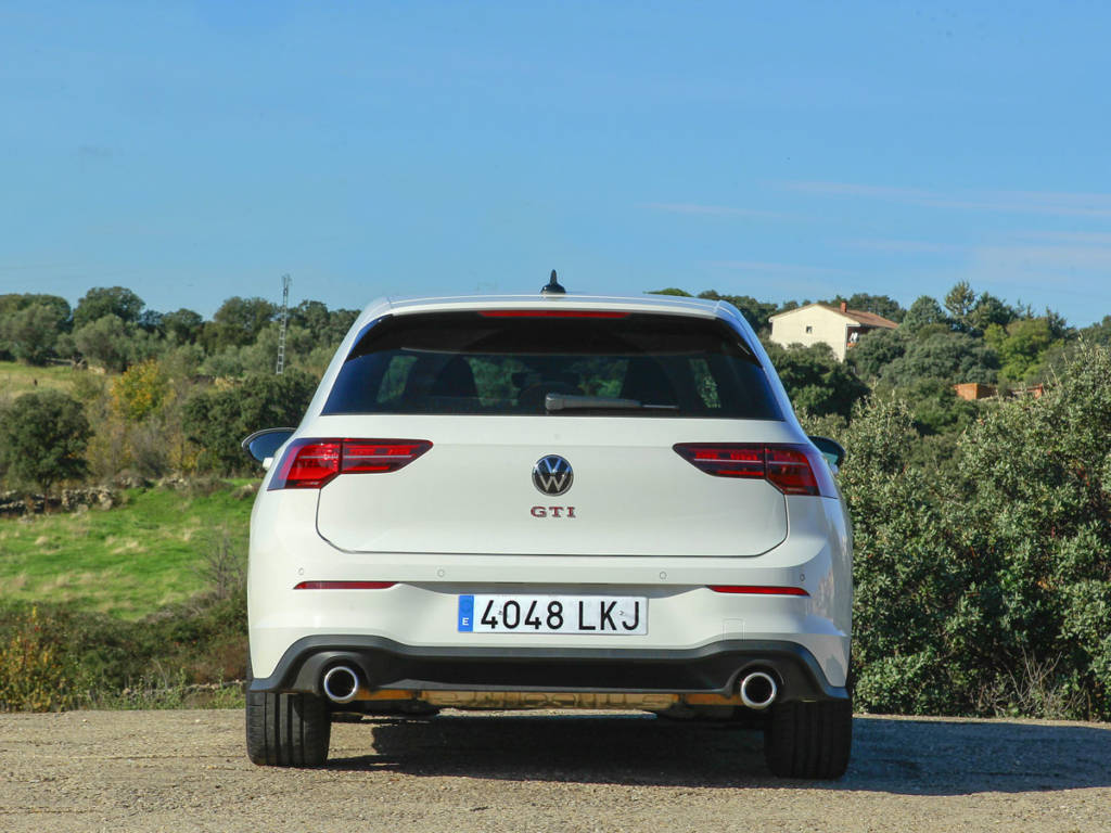 Visión de la trasera del Volkswagen Golf GTI