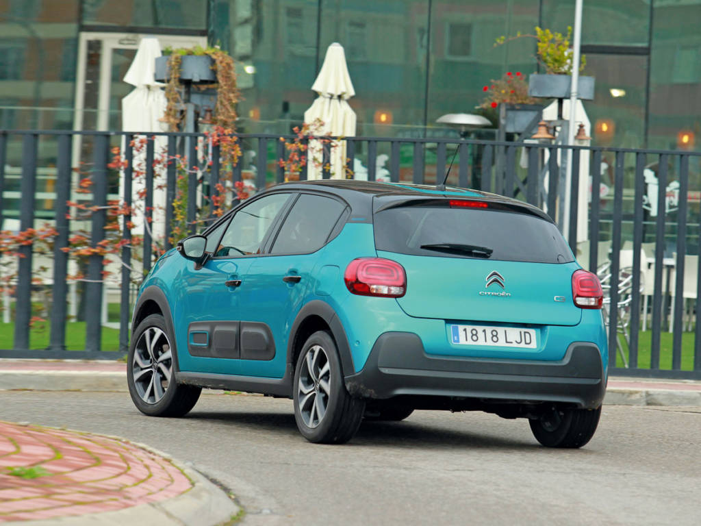 El Citroën C3 es el que más se balancea aunque también el que mejor absorbe las irregularidades y los badenes de la ciudad.