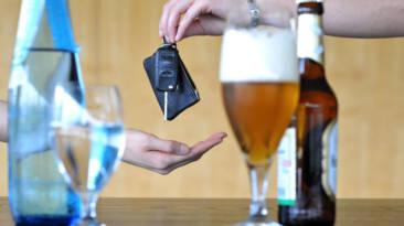 Así es como te afecta el alcohol al conducir