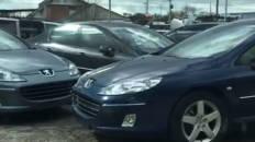 La respuesta a la polémica de los 87 coches oficiales apilados en un desguace de Madrid