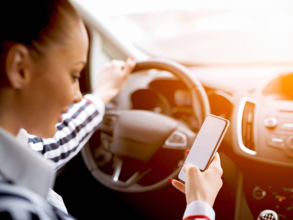 Enviar un mensaje de texto puede suponer más de medio kilómetro sin mirar la carretera