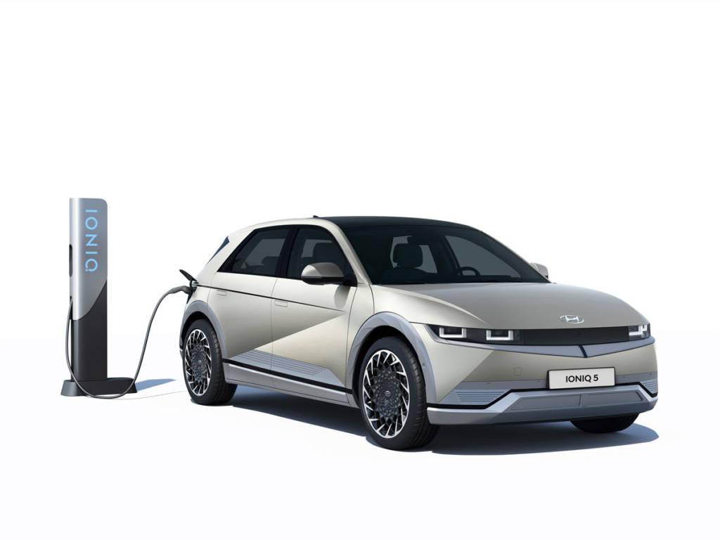 Admite cargas de hasta 350 kW o, lo que es lo mismo, podría cargar 100 km en 5 minutos.