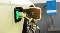 Cómo instalar un cargador de coches eléctricos en casa