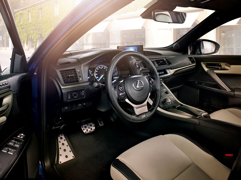 El Lexus CT200h está disponible desde 24.900 euros