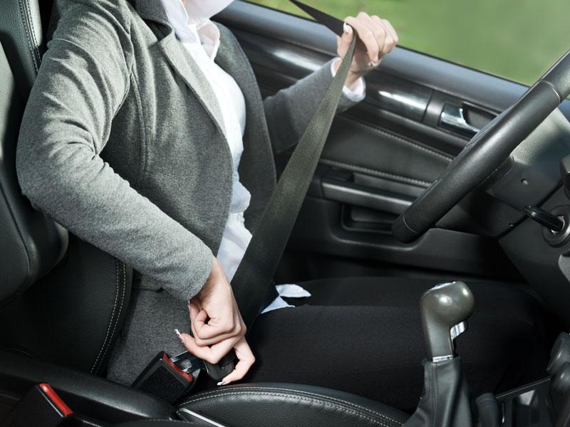 La normativa del uso del cinturón de seguridad pronto cambiará, pasará de perder tres a cuatro puntos