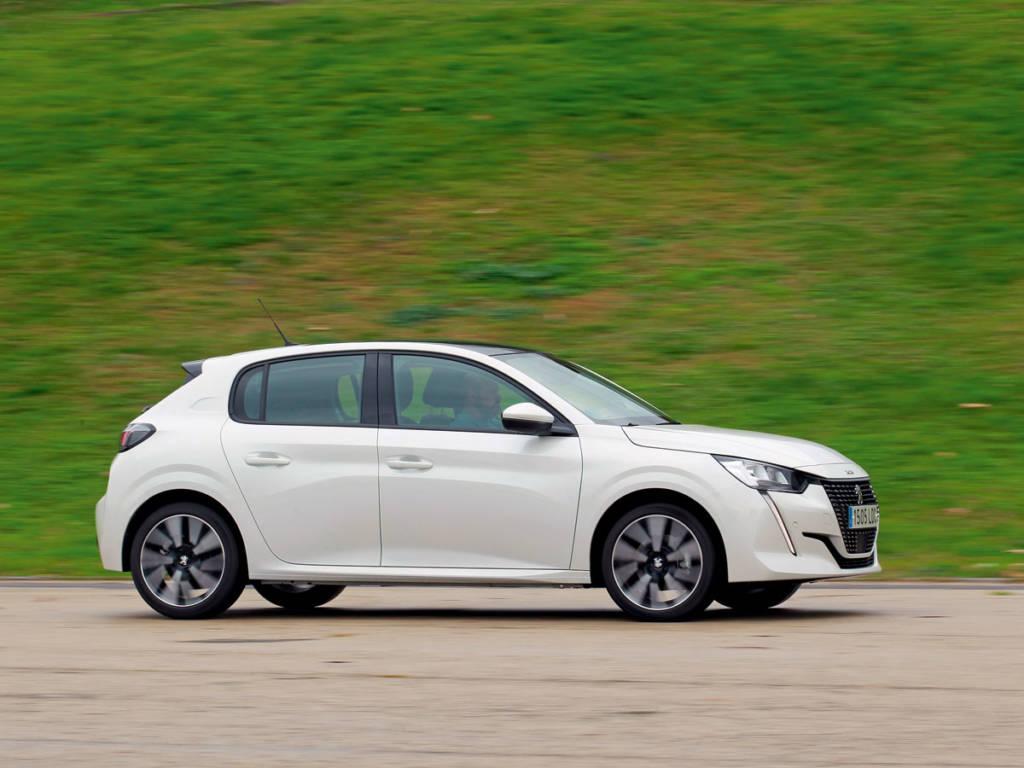 El Peugeot 208 se postula como la opción más distinguida de las tres, también la más cara