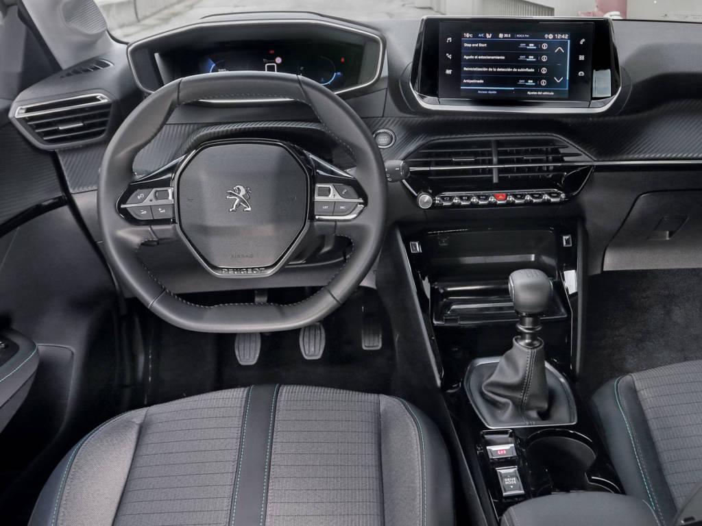 El Peugeot acreditaría la factura más elevada si contara con cambio automático como sus hermanos (tiene un sobrecoste de 1.600 euros)