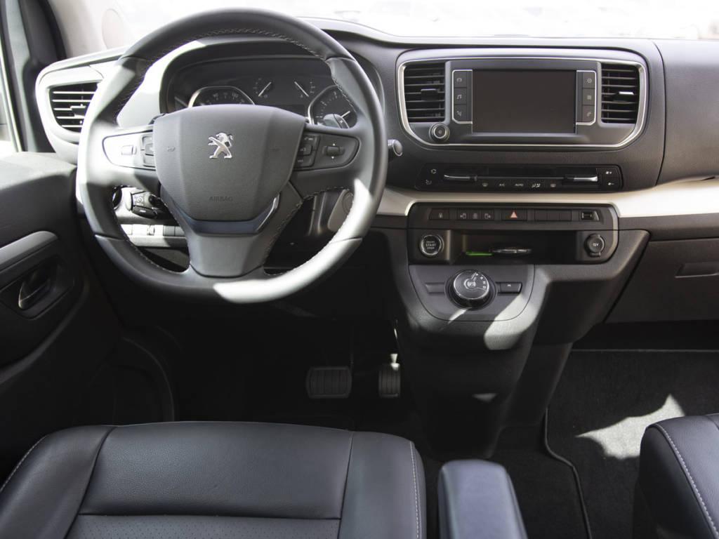 El puesto de conducción puede ser equivalente al de un SUV alto