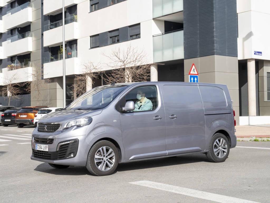 El Peugeot e-Expert llega con una única mecánica disponible de 136 CV
