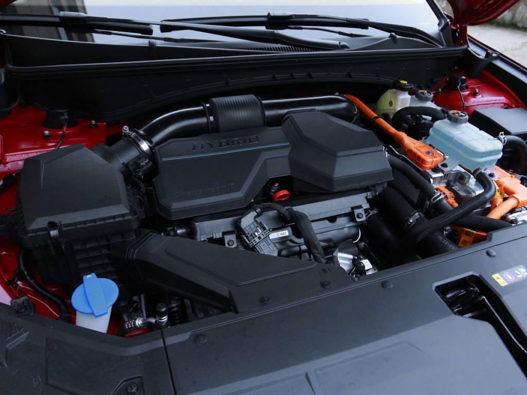 El Hyundai Tucson Híbrido 2021 muestra una potencia conjunta de 230 CV