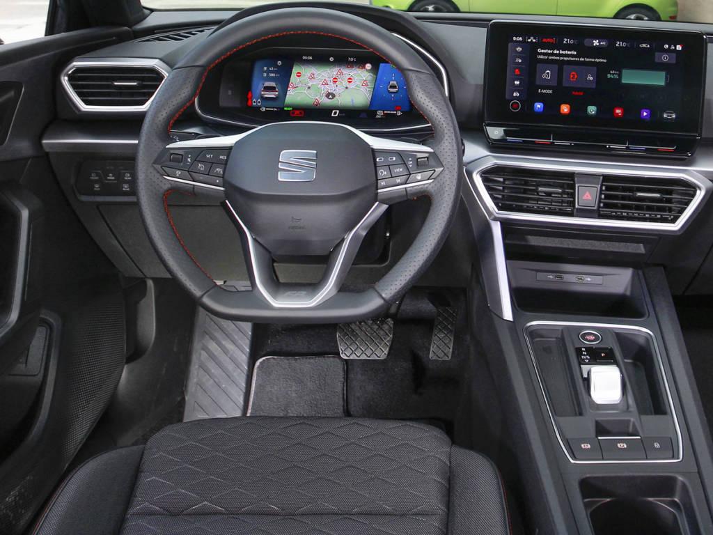 El puesto de conducción con SEAT Digital Cockpit llega de serie junto a este acabado