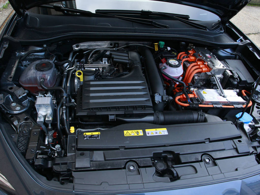 La mecánica reporta 204 CV en su conjunto.