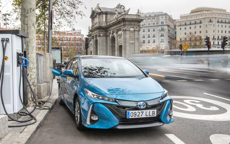 Ya a la venta el Toyota Prius Plug-in 2021 con 45 km de autonomía eléctrica y paneles solares