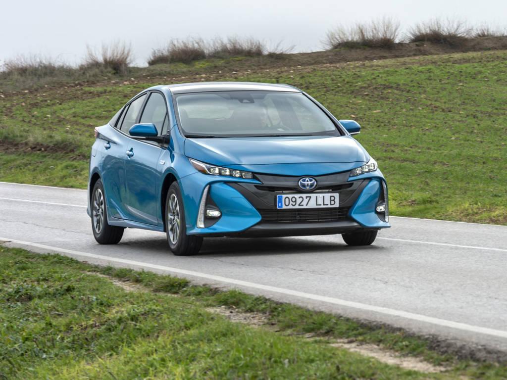 el Toyota prius plug-in 2021 puede circular en modo eléctrico a un máximo de 135 km/h